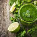 Sucul verde care hidratează creierul și elimină migrenele
