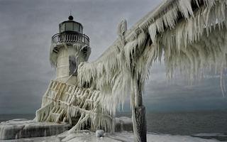 Chicago, imperiul de cleștar: Imagini ca-n povești cu lacul Michigan înghețat