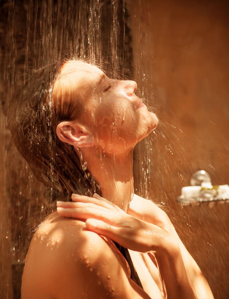 De ce ar trebui să faci zilnic dușuri reci. 6 beneficii pentru sănătate