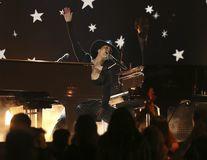 Recital spectaculos la gala Grammy 2019: Alicia Keys a cântat la două piane simultan - VIDEO