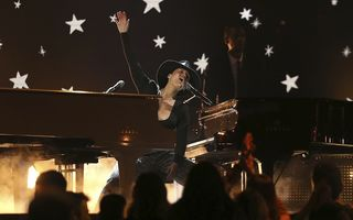 Recital spectaculos la gala Grammy 2019: Alicia Keys a cântat la două piane simultan - VIDEO