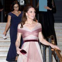 Kate Middleton, intr-o rochie de prințesa si pantofi stralucitori la o gala caritabila