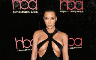 Kim Kardashian, la un pas de dezastru: Rochia oribilă cu care s-a dat în spectacol