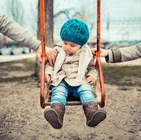 Pe cine iubesti mai mult? Pe mami sau pe tati? Va rog eu, nu mai intrebați copiii asa ceva!