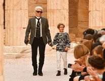 Urmașul lui Karl Lagerfeld: Cine este Hudson Kroenig, puștiul-minune din lumea modei care ar putea moșteni averea designerului