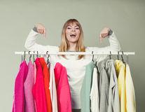 Cum să-ți organizezi garderoba ca să ai ținute perfecte în fiecare zi