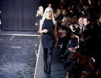 """""""Jurământul"""" pe care îl respectă Donatella Versace: Nu va renunța niciodată la fusta mini"""