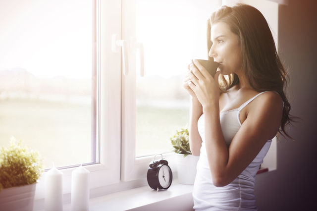 Cum să te trezești mai devreme și să devii o persoană matinală