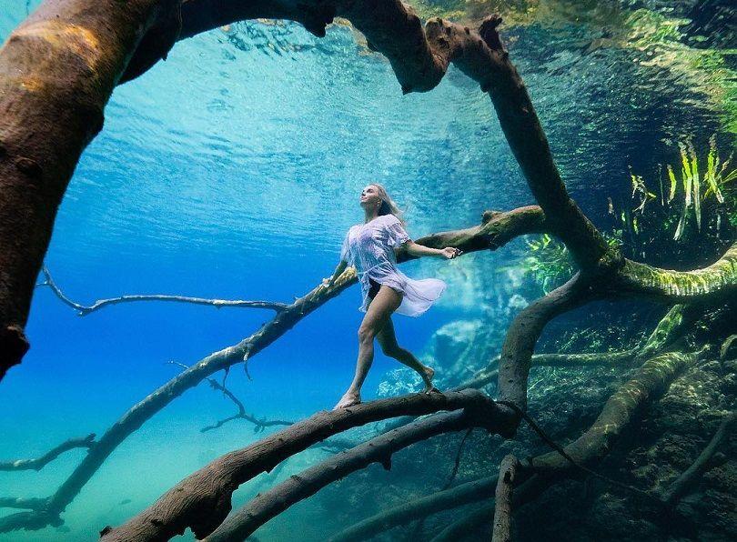 Mirror Lake, Indonezia