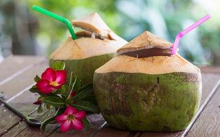 De ce devine apa de cocos roz?