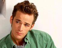"""Luke Perry, așa cum era când a cucerit o generație: 40 de imagini din anii '90 cu băiatul rău din """"Beverly Hills, 90210"""""""