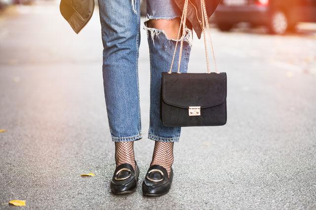Reguli de etichetă pe care să le urmezi când porți geanta