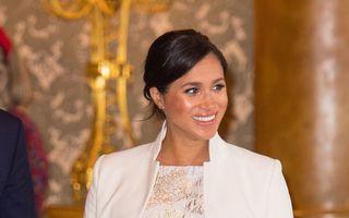 Meghan Markle a purtat o rochie în nuanțe de auriu și argintiu la un eveniment dedicat Prințului Charles