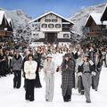 Foto. Ultima colecție pentru Chanel a lui Karl Largerfeld. Modelele au defilat cu lacrimi în ochi