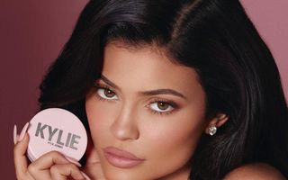 Produsele de machiaj au transformat-o pe Kylie Jenner în cel mai tânăr miliardar din lume