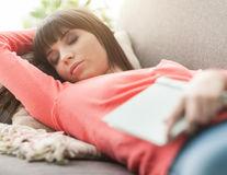 Ce se întâmplă în corpul tău când încerci să dormi mai mult