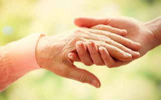 Cum să scapi de petele pigmentate cauzate de bătrânețe de pe mâini