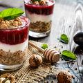 10 variante de mic dejun pornind de la iaurtul grecesc