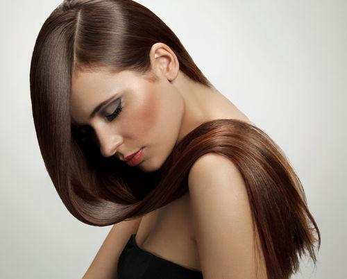 9 greșeli care îți fac părul gras
