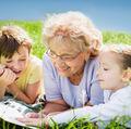Studiu: copiii preferă să petreacă mai mult timp cu bunicii decât cu părinții