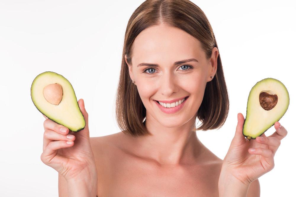 4 moduri în care să folosești avocado pentru piele și păr