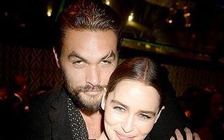 """Jason Momoa, """"bestia"""" cu inimă mare. Starul o respectă pe Emilia Clarke pentru curajul cu care a înfruntat operațiile pe creier: """"Aproape am pierdut-o"""""""