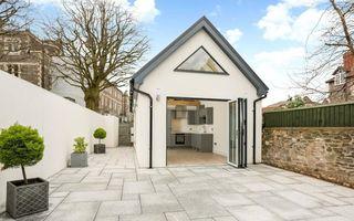 Cel mai scump garaj: Se vinde cu 530.000 de euro după ce a fost renovat și transformat într-o casă cochetă