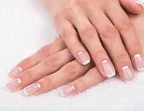 Remedii naturale pentru unghiile subțiri și fragile