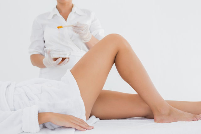 Ce să faci ca epilarea inghinală cu ceară să fie mai puțin dureroasă