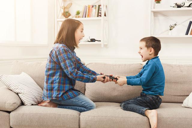 Studiu. Cel de-al doilea copil este mai rebel și poate avea probleme cu legea la maturitate