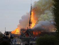 Incendiu de proporţii la Catedrala Notre-Dame din Paris: O turlă a catedralei s-a prăbuşit - FOTO