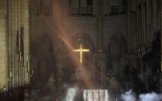 Primele imagini din Catedrala Notre-Dame după incendiul devastator: Altarul şi crucea nu au fost atinse de foc