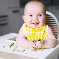 Diversificarea dietei bebelusului: Cand, cum si cu ce alimente sa incepi