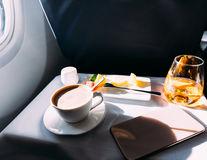 9 alimente pe care să nu le mănânci niciodată în avion