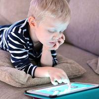 Un copil a blocat tableta tatalui sau pana in anul 2067