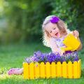 6 semne că trebuie să lași copilul să se joace mai mult afară
