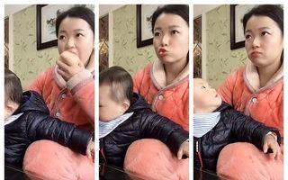 Moment amuzant din viața de mamă: Cum mănâncă un măr fără să o vadă copilul pe care îl ține în brațe - VIDEO