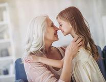7 motive pentru care este un lucru extraordinar să locuiești cu bunica