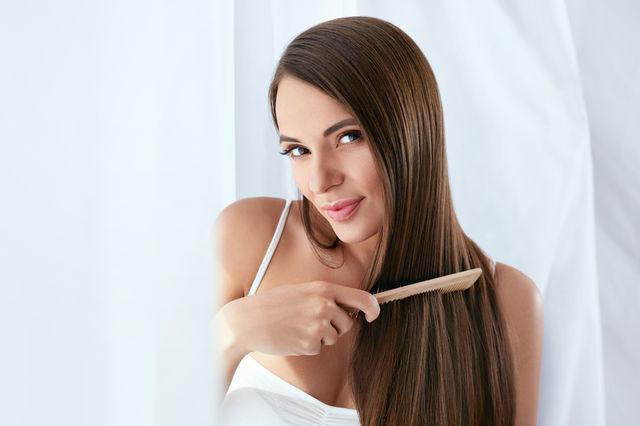 Trucuri pentru îngrijirea părului pe care orice femeie ar trebui să le știe