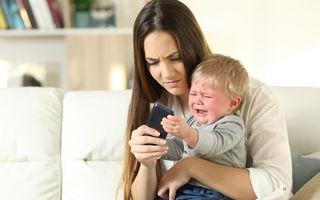 Cum să eviți tantrumurile când îi iei tableta sau telefonul copilului