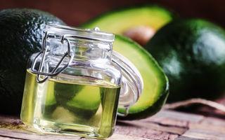 Gătește mai des cu ulei de avocado: beneficii și 2 rețete aromate