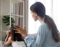 Cum să îți ușurezi sarcina de a fi părinte singur