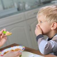 Cum sa-i raspunzi unei persoane care ți-a criticat copilul pentru ca este mofturos