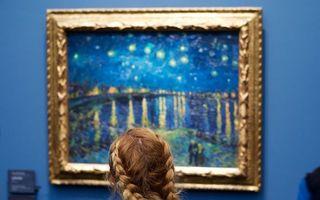Fac parte din poveste: Vizitatorii care par rupţi din operele de artă expuse în muzee