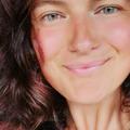 De la o extremă la alta: Femeia care a trecut la dieta carnivoră după ce regimul raw vegan aproape a ucis-o