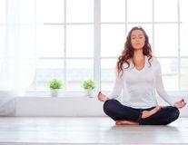 De ce ar trebui să faci yoga în fiecare dimineață