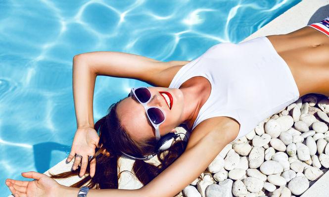 Cum să ai părul sănătos și strălucitor pe timpul verii