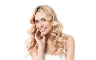 Cum să-ți usuci părul fără foehn. Trucuri pentru fiecare tip de păr