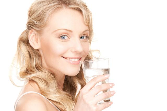 7 motive pentru care ar trebui să bei mai multă apă