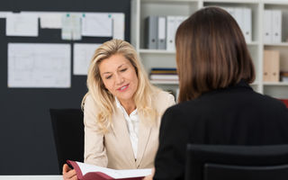 Cum să vorbești cu șeful tău despre o problemă personală care te afectează la serviciu